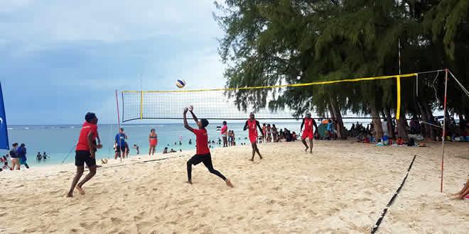 Les beach-volleyeurs ont assuré le show.
