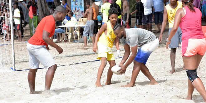 Démonstration de rugby sur la plage de  Flic-en-Flac.