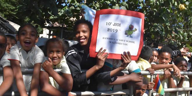 Les écoliers de l'école du gouvernement de Bambous étaient émerveillés.